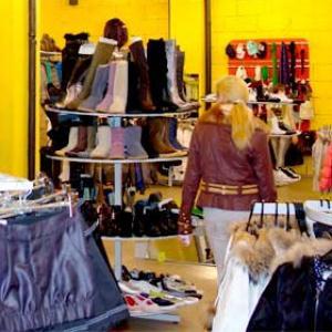 Магазины одежды и обуви Холмска